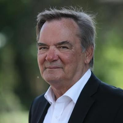 Prof. Dr. Hickel der Universität Bremen